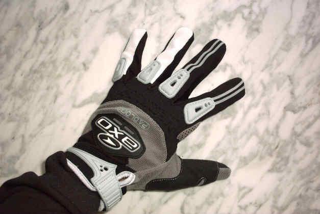 Der Handschuhtest – Faust auf Faust