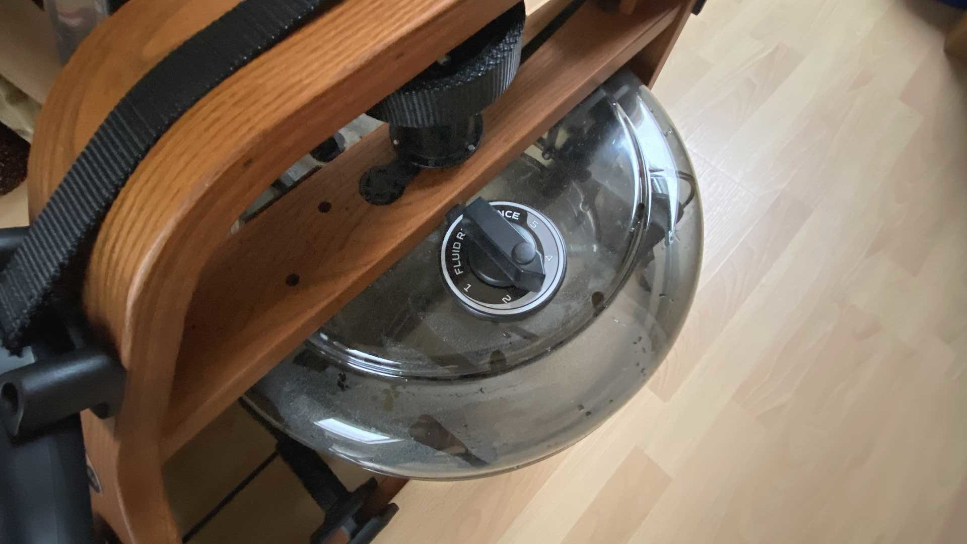 Rudergerät mit einstellbaren Wasser-Widerstand